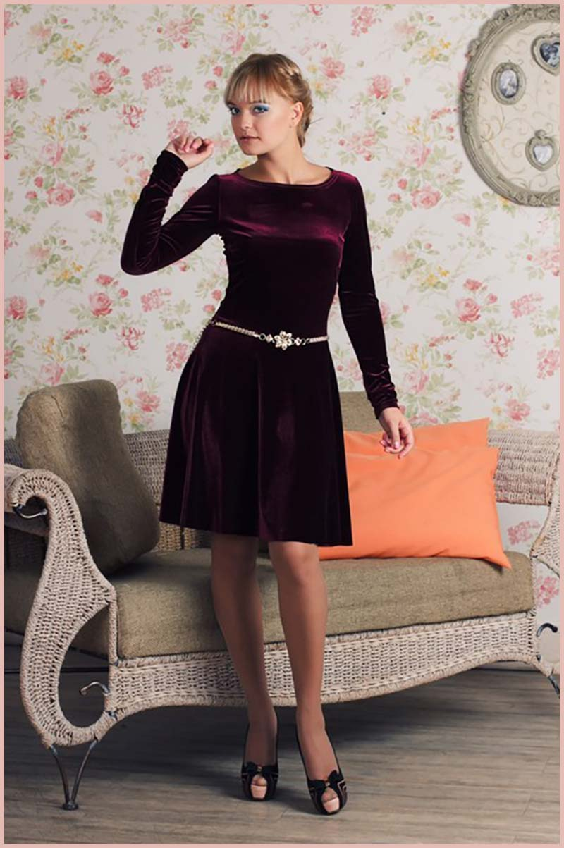 бархатное-платье с расклешенной юбкой